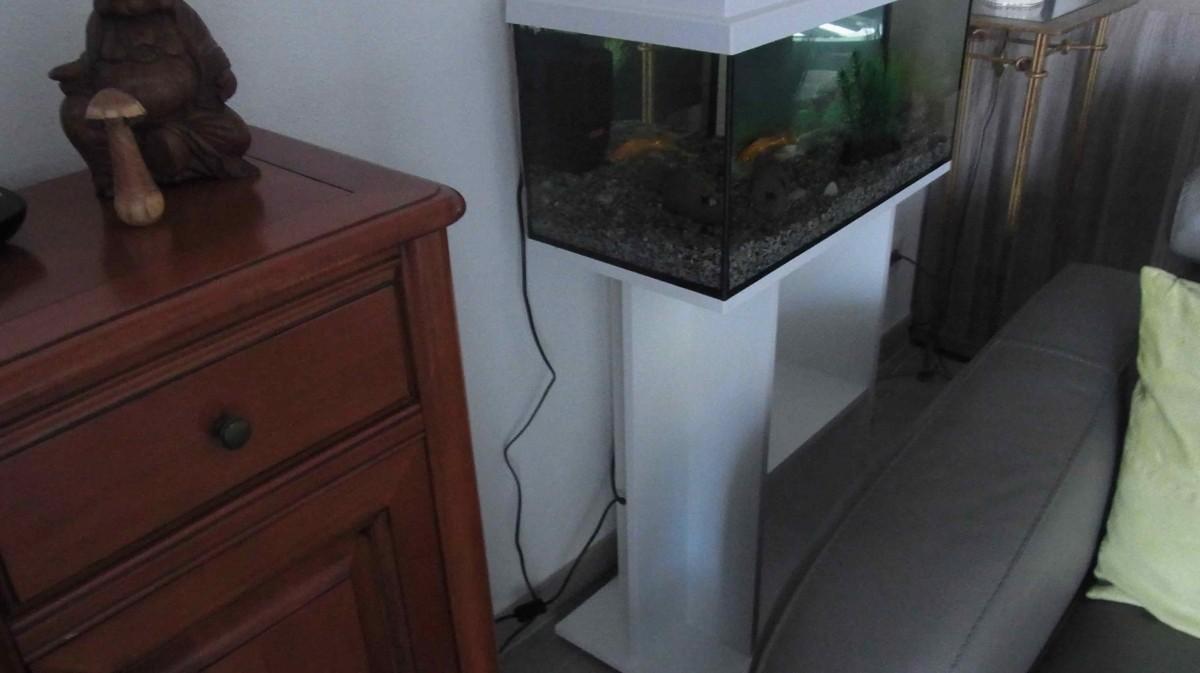 Avis Sur Meuble Pour Aquadream 60 Blanc # Meubles Sur Roulettes Pour Aquarium