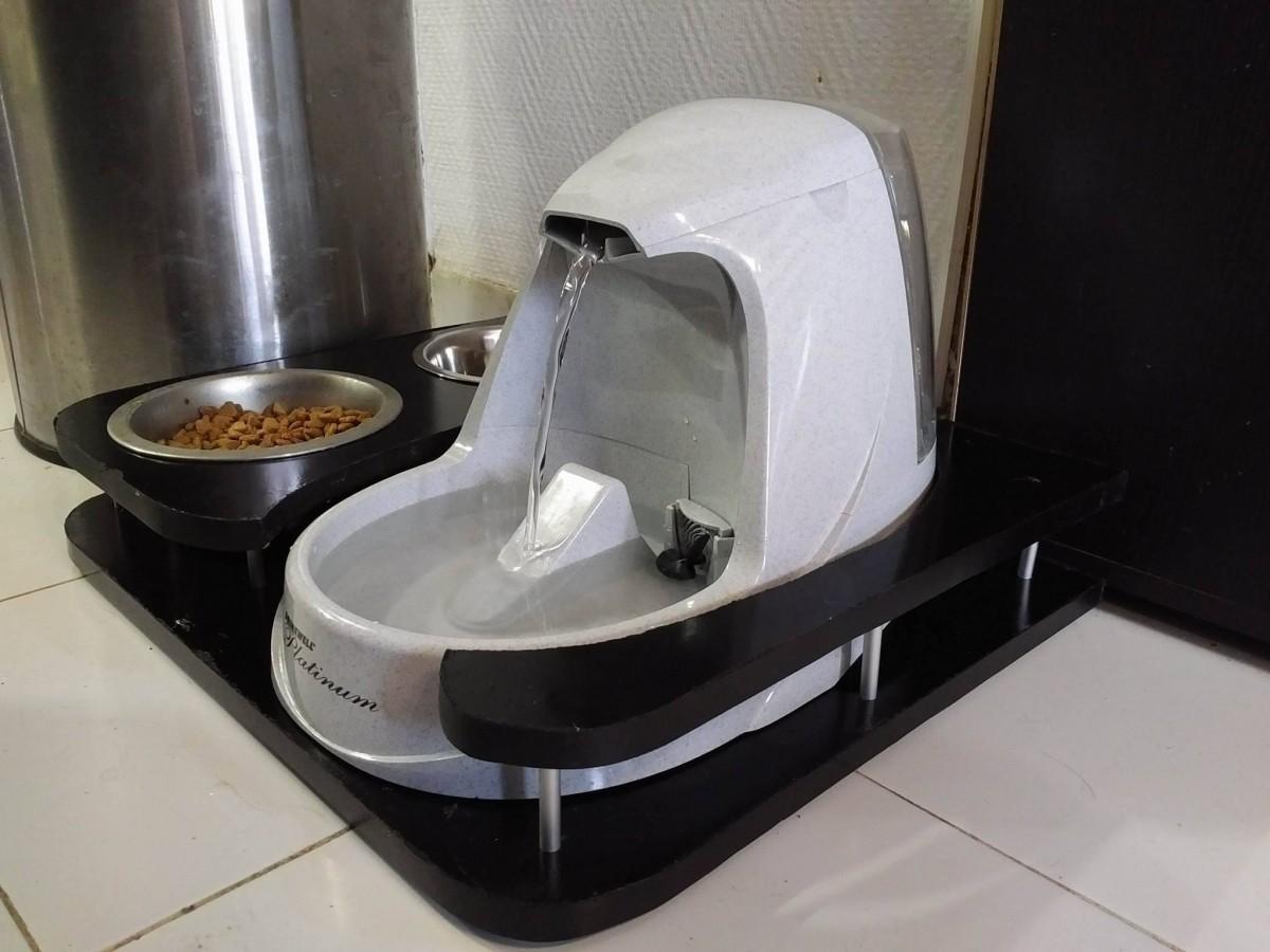 fontaine drinkwell platinium pour chien et chat distributeur eau et nourriture. Black Bedroom Furniture Sets. Home Design Ideas